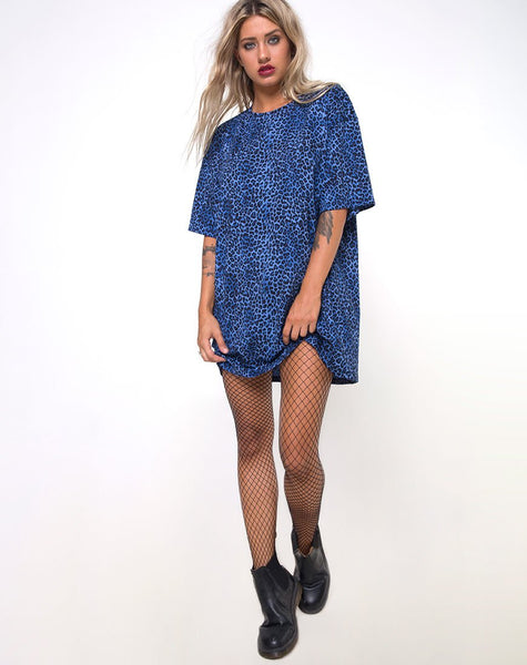 Sunny Kiss Oversize Tee in Leopard Royal Blue by Motel