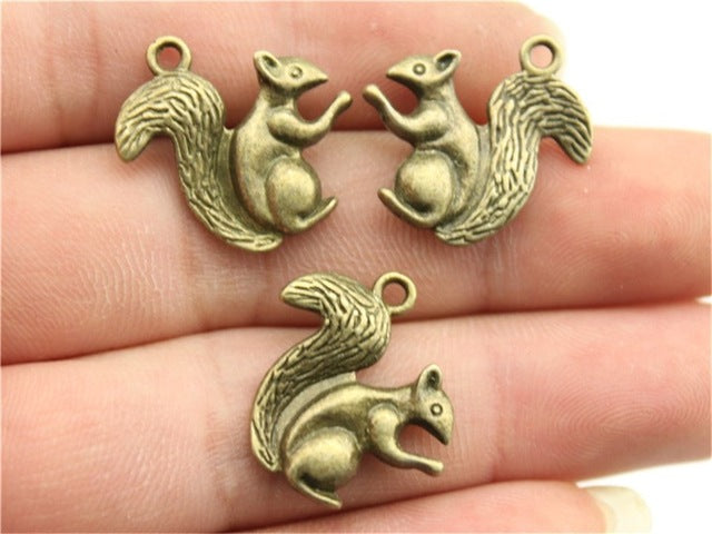 WYSIWYG 4pcs 21x21mm Pendant Squirrel Animal Squirrel Charm Pendants For Jewelry Making Antique Silver 3D Squirrel Pendants