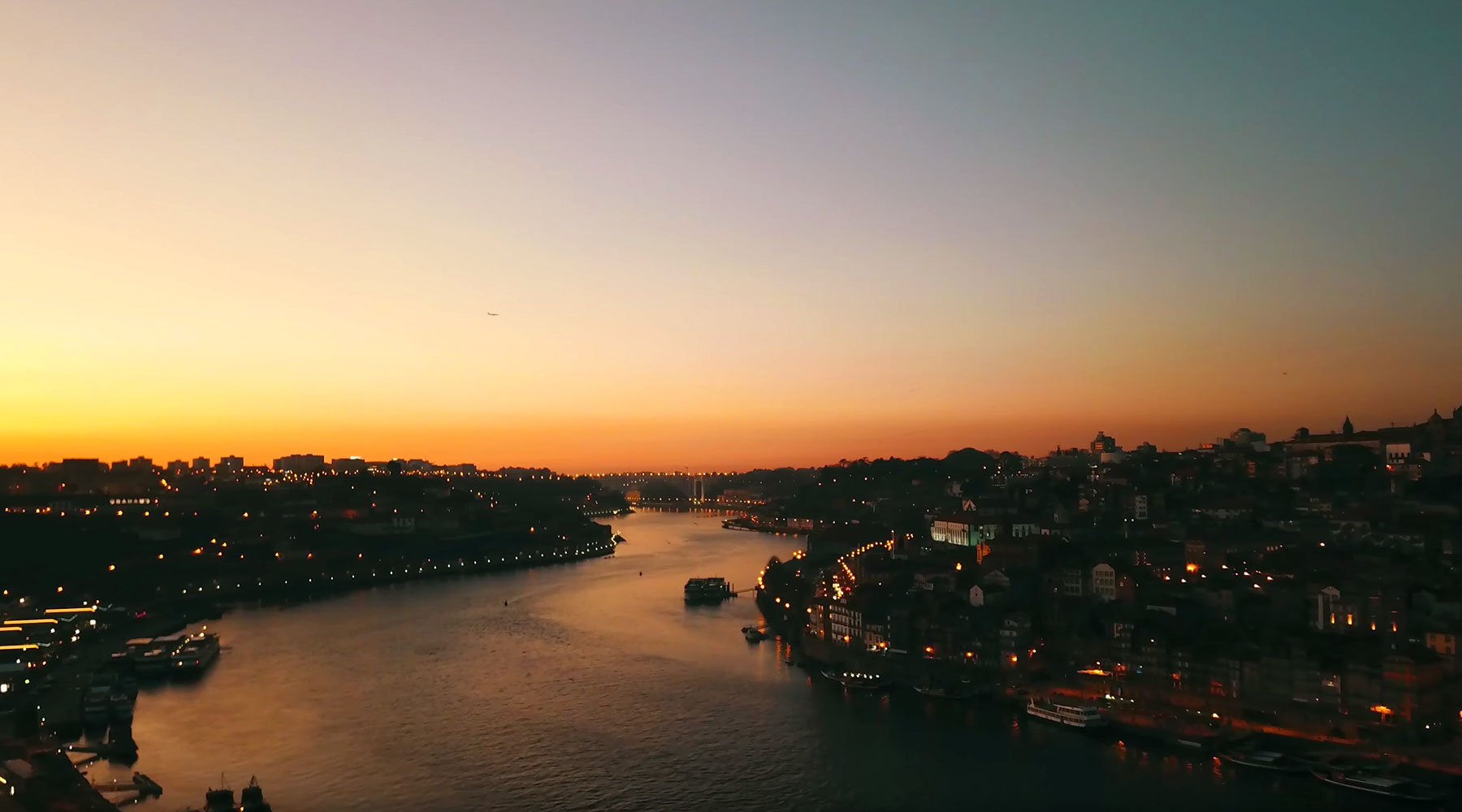 The sun sets on the banks of the river Douro | Atellani Blog