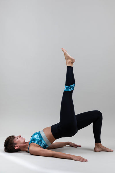 POWER LEGGINGS mit BLUE DROP Streifen 100 % recyceltes Material Ambiletics sustainable Yoga- & Activewear