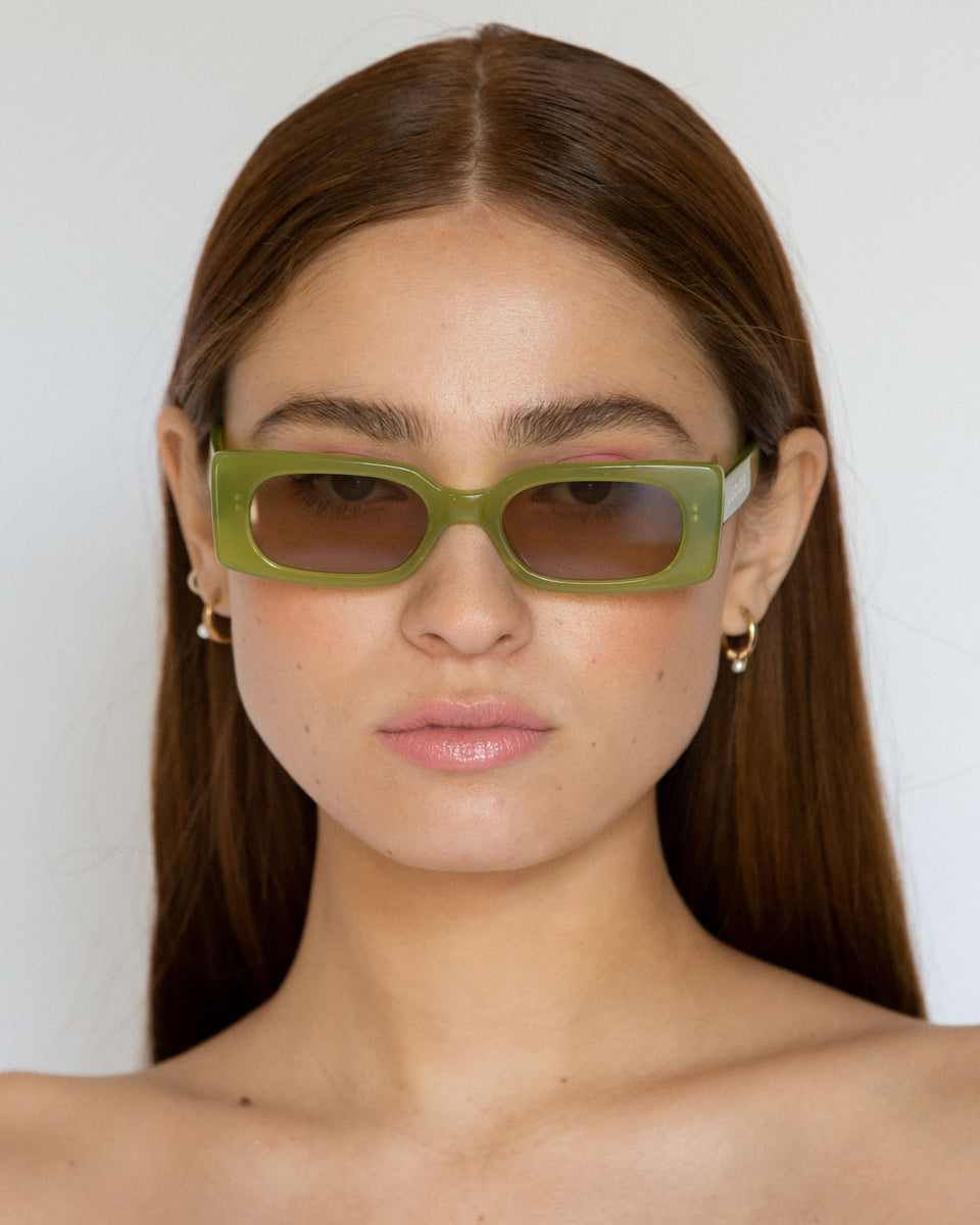 Lu Goldie Salomé rectangle Sunglasses in green acetate with tan brown lenses, on model