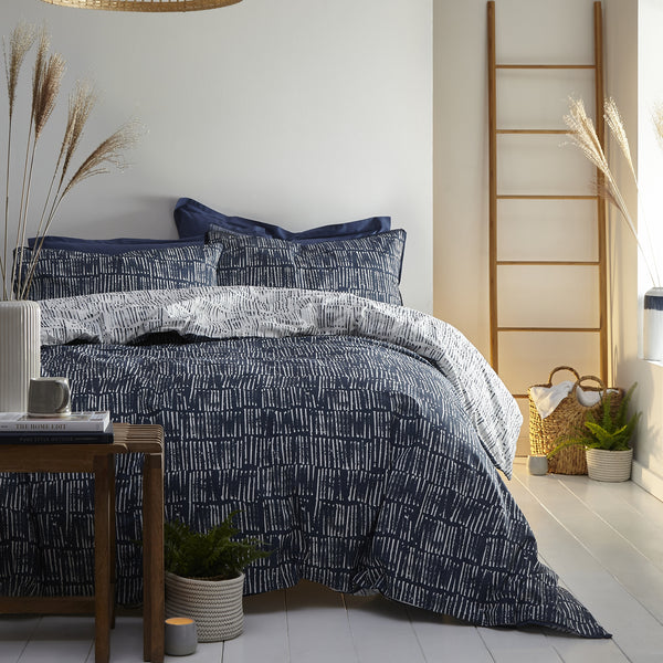 Matches - Relaxed Cotton Duvet Cover Set in Ink Blue - by Appletree Loft