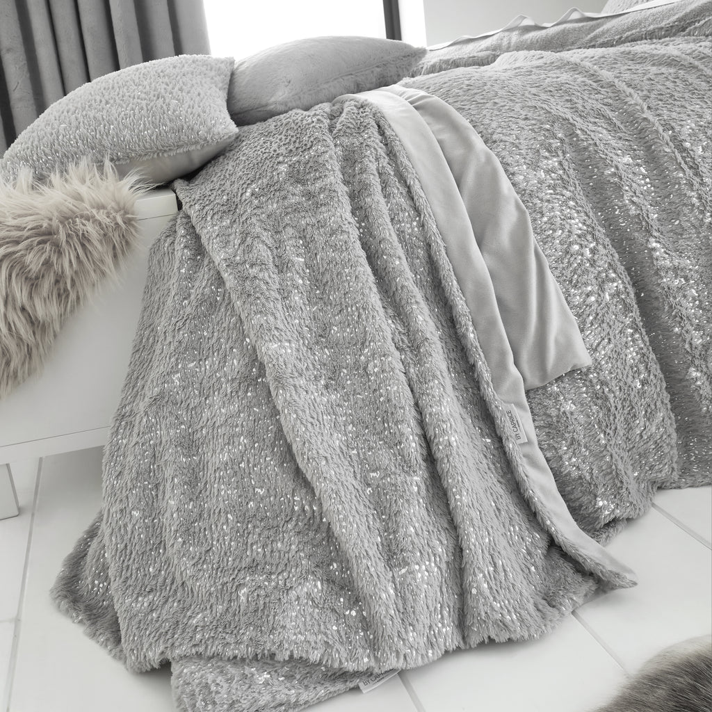 Vivien - Sparkle Fleece Bedspread - By Caprice Home