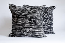 Load image into Gallery viewer, Set of Black and white decorative pillows