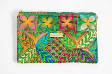 Load image into Gallery viewer, Green Ñanduti Lace Clutch