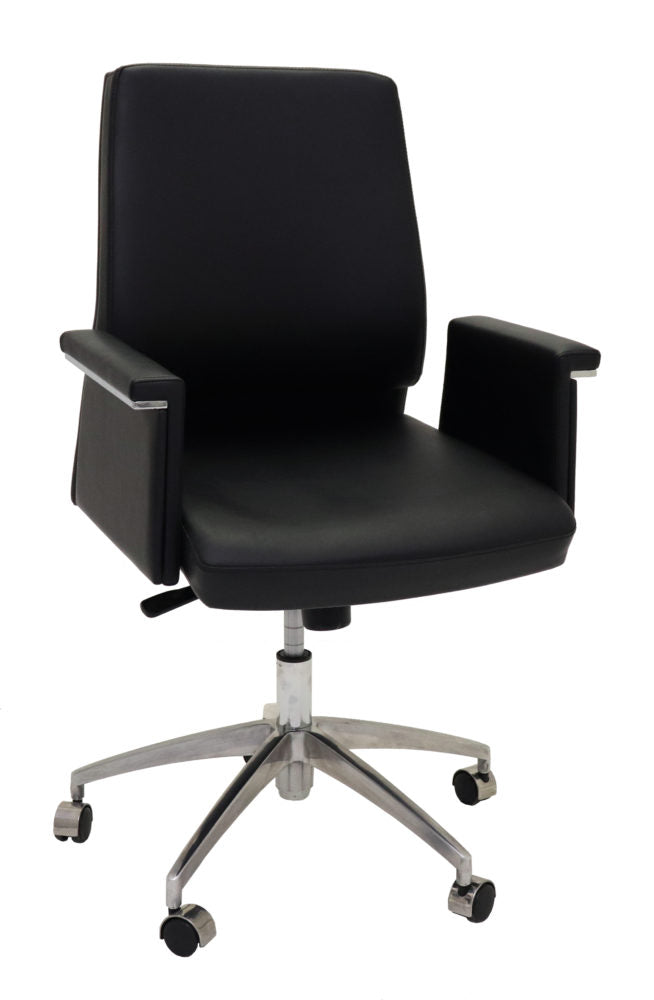 Pelle Medium Back Executive Chair