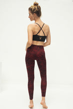 Laden Sie das Bild in den Galerie-Viewer, Yoga Leggings ZEBRA GRAPE, 7/8, Bordeaux