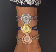 Laden Sie das Bild in den Galerie-Viewer, Mandala Yoga Armband, Lapislazuli + Gold