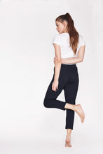 Laden Sie das Bild in den Galerie-Viewer, Yoga Pants Loose Soft Black von Yoiqi