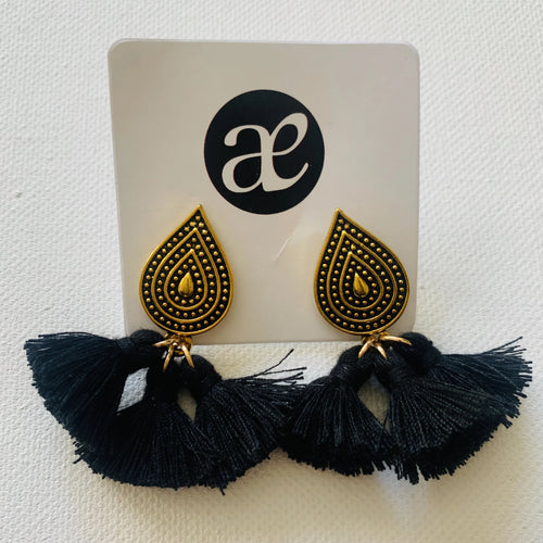 Black Flair // Tassel Earrings