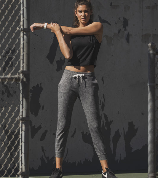 Women's Vuori Outfit Wearing Heather Grey Performance Jogger