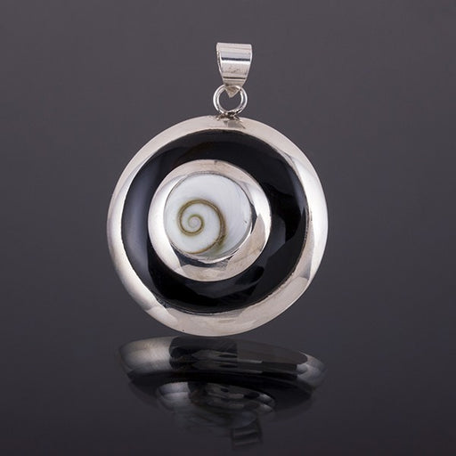 Silver pendant with Shiva Eye Shell and Black Resin
