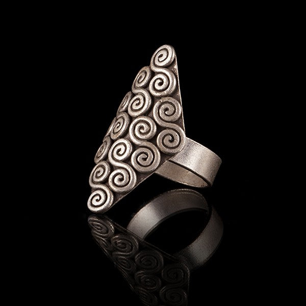 Diamond Shaped Silver Ring With Swirl Detail