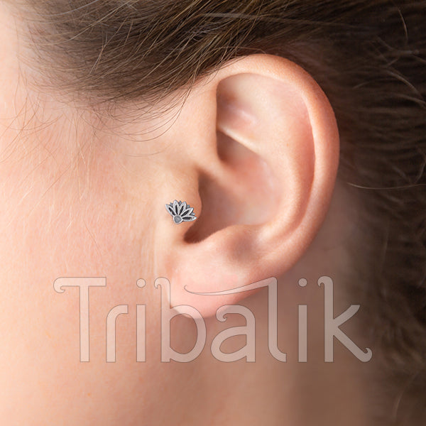 Silver Threadless End with Lotus Motif