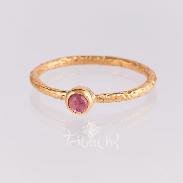 gold ring with tourmaline crystal