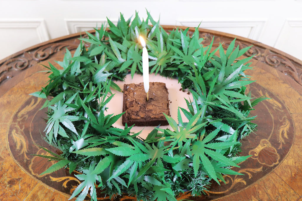 dankorations 18 inch centerpiece with a brownie in the center