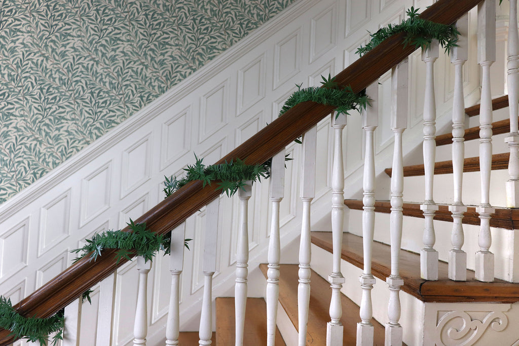 dankorations garland on a banister of a staircase