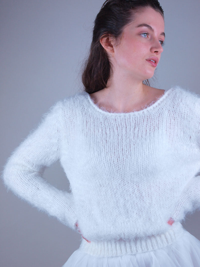 Cuddly knit sweater for brides in autumn and winter without corona
