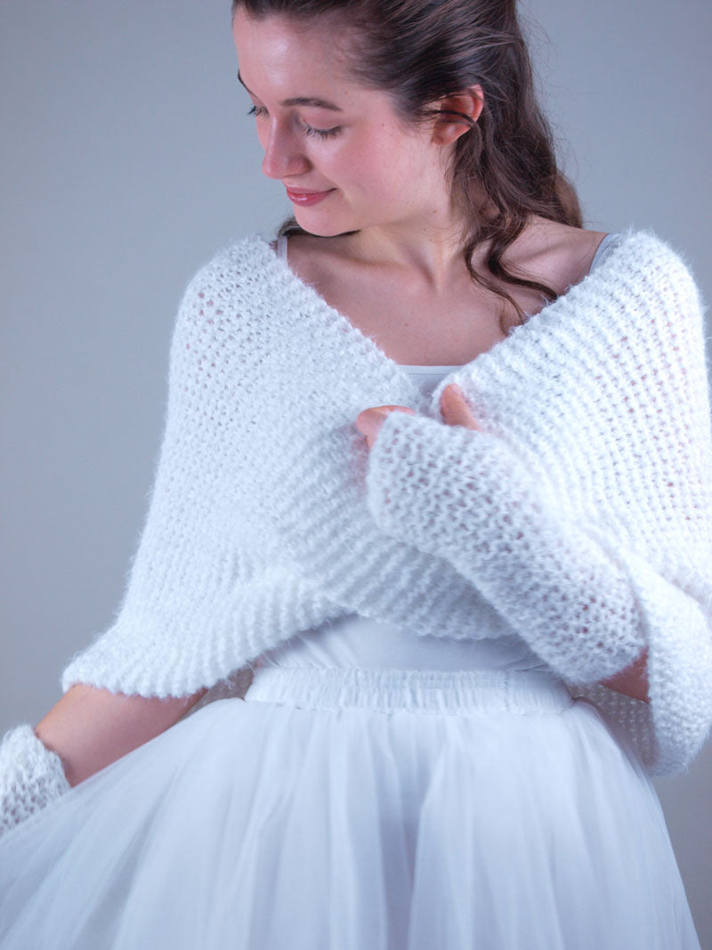 Bridal knit loop in white with cuffs