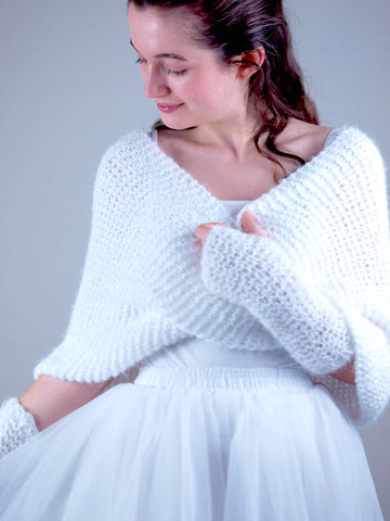 Bridal knit loop made of fluffy wool in ivory and cream