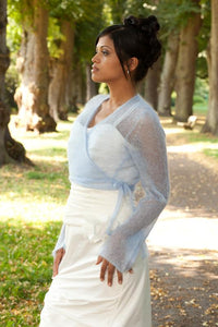 Getting married with a pale blue knit jacket for Boho and Vintage wedding