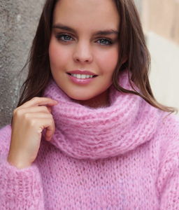 Cosy knit sweater made of mohair ingenua from Katia rose and pale blue
