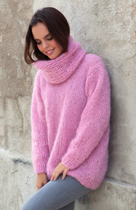 fluffy pullover knitted in rose ingenua wool kaita easy to knit