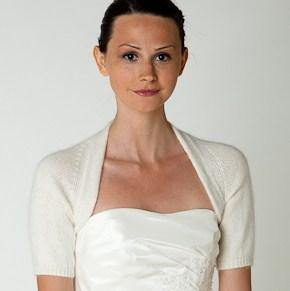 Bridal jacket knitted in ivory angora with short sleeves