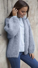 Load image into Gallery viewer, fluffy pullover knitted in rose ingenua wool kaita blue grey
