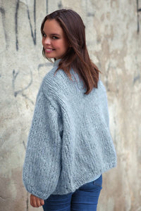 fluffy pullover knitted in rose ingenua wool kaita blue grey loose
