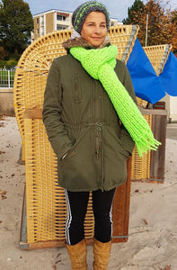 Lightining scarf with hut nitted in neon green
