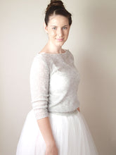 Load image into Gallery viewer, Cashmere knit pullover rose, cream with silk