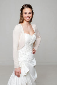 Bridal jacket knitted of cashmere in powder and ivory for your wedding dress
