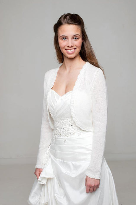 Bridal cardigan knitted of cashmere in white and ivory