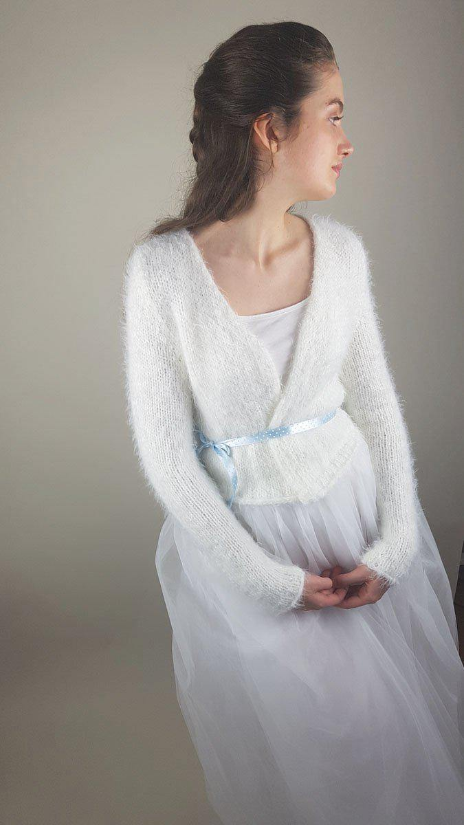 Soft and cuddly knit cardigan off white