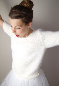 Cosy bridal knit sweater for your bridal skirt or dress