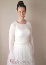 Load image into Gallery viewer, Bridal pullover in ivory knitted with cashmere and silk ivory for bridal gowns