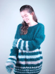 Corona order online for christmas: knit sweater