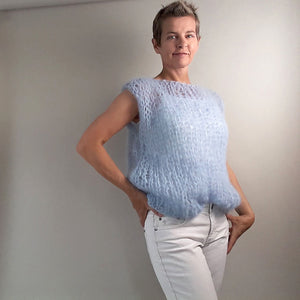 Soft chunky knit sweater handknitted from Beemohr