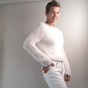 Knitting your mohair pullover in white