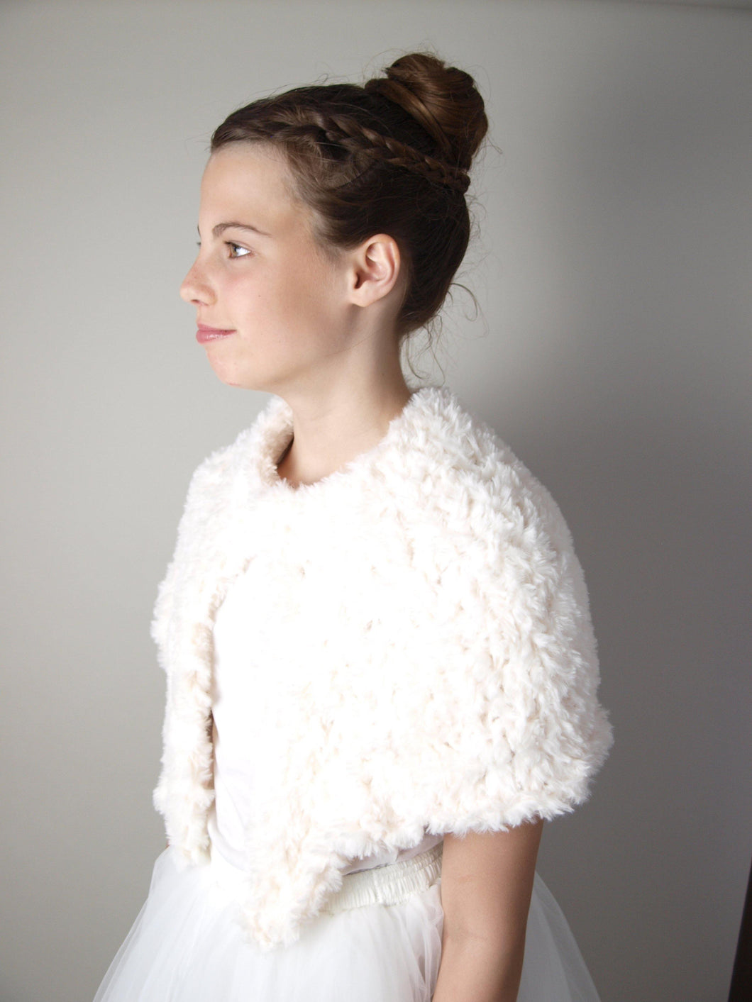 Bridal shoulder warmer for autumnn and winter brides in USA ivory