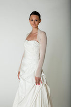 Load image into Gallery viewer, Getting married in a bridal bolero cashmere ivory and white for Brides