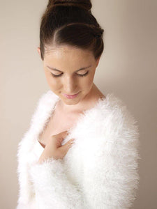 Bridal cardigan in a fluffy look warm for autumn and winter brides