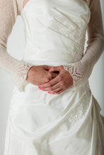 Load image into Gallery viewer, Cashmere jacket knitted for your wedding with lace white and ivory