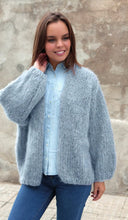 Load image into Gallery viewer, fluffy jackett knitted in blue grey ingenua wool kaita