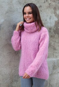 fluffy pullover knitted in rose ingenua wool kaita