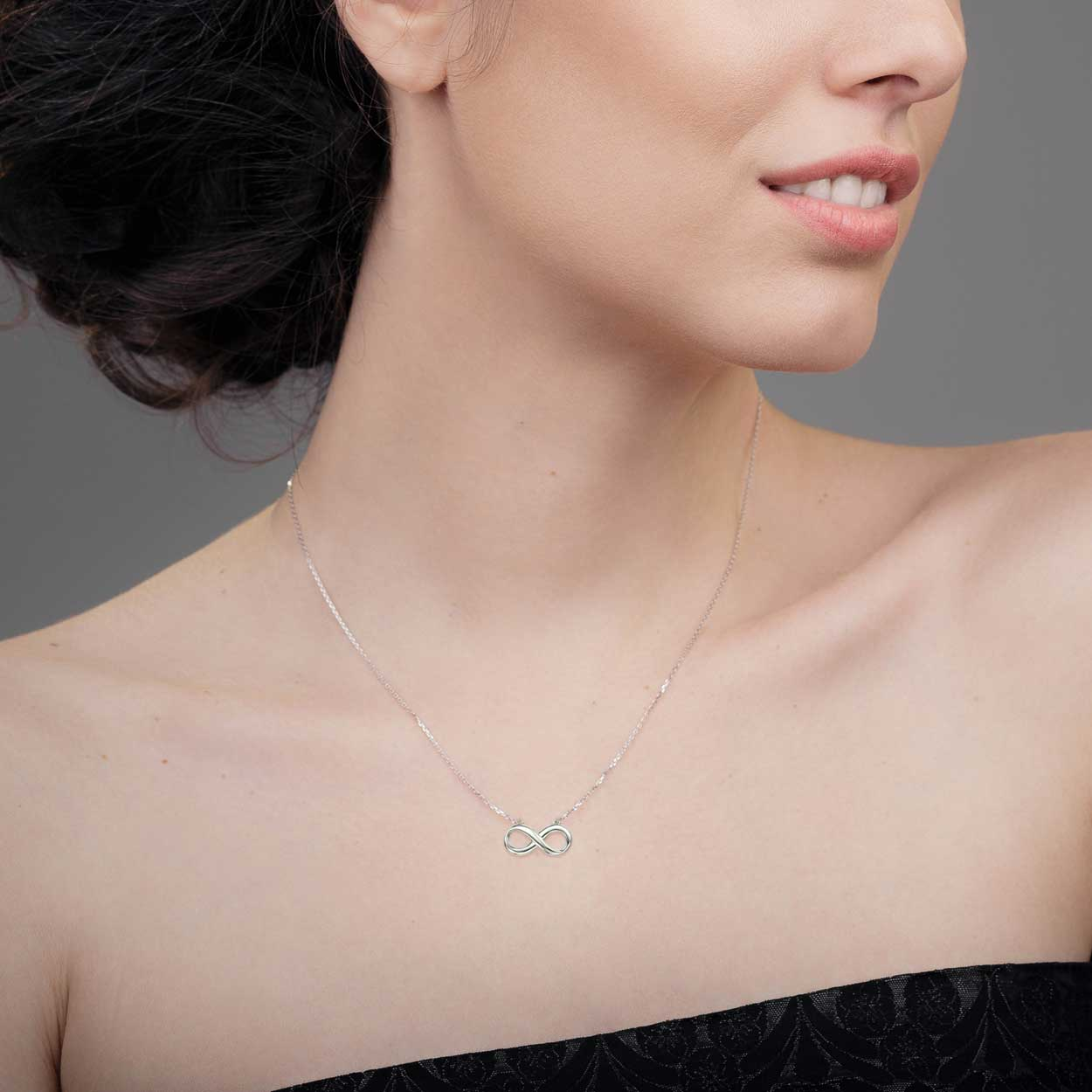 Amberta Silver Necklace with Infinity Pendant Model