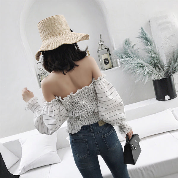 Off the shoulder puffed sleeves top