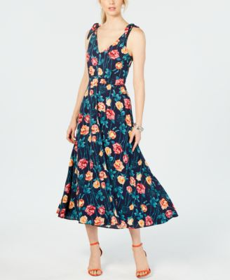 #BA102 WOMEN'S DRESSES PRIMARILY FALL/WINTER - $2150 MSRP, 20 UNITS, CUSTOMER RETURN