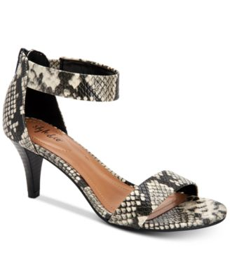 #SC380 WOMEN'S SHOES PRIMARILY SPRING/SUMMER - $1,728.95 MSRP, 20 UNITS, SHELF PULLS